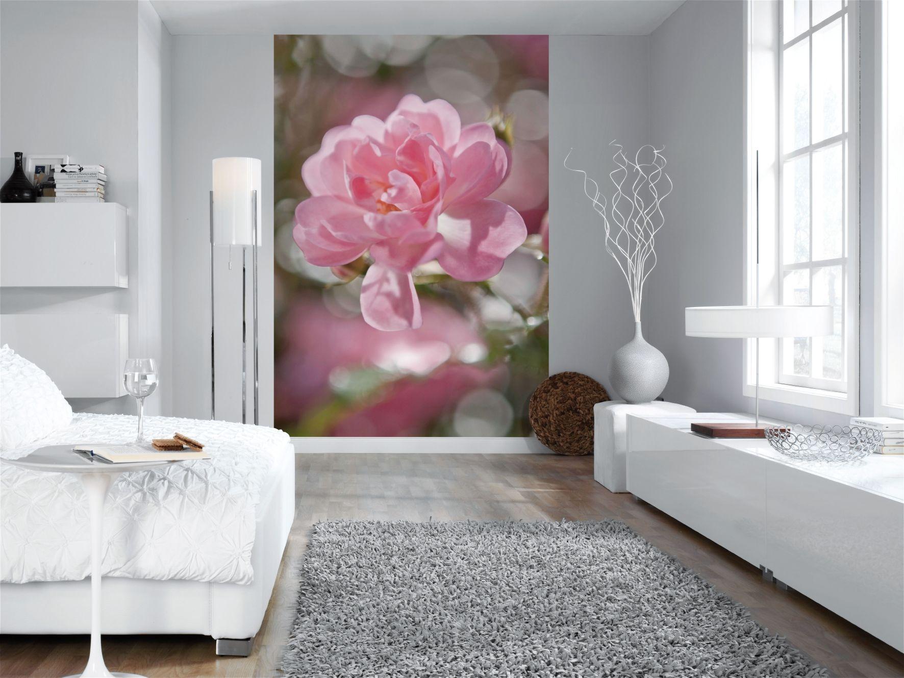 Цветы на стене в интерьере
